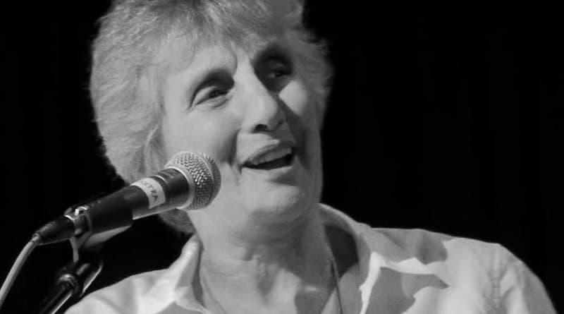 Умерла певица и феминистка Аликс Добкин