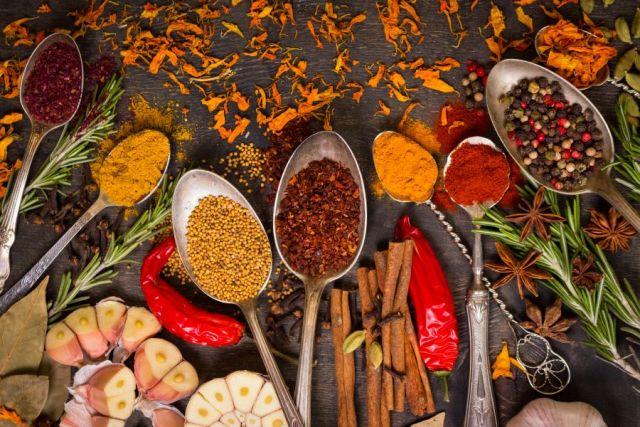 ayurveda en voeding: kruiden en specerijen geven kleur en geur aan je maaltijd