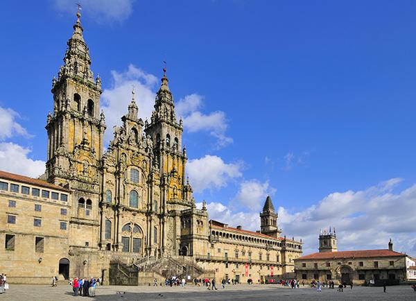 Wandelen op de Camino pelgrimstocht naar Santiago de Compostela: de kathedraal in Santiago de Compostela