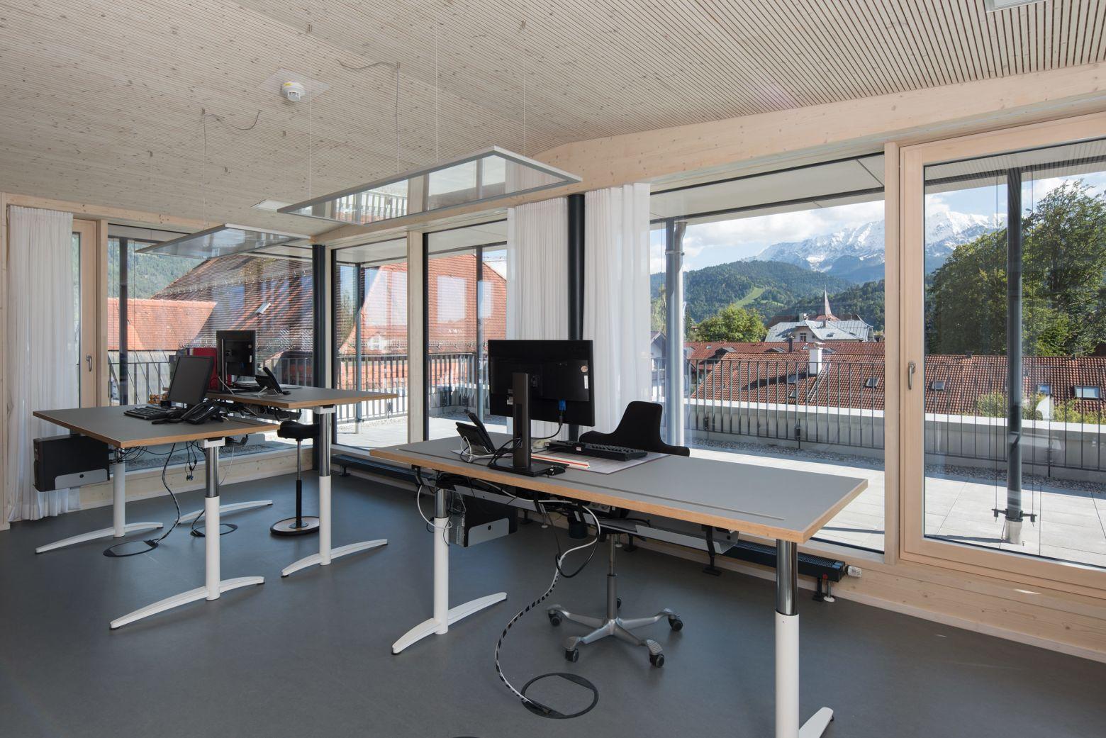 Büro Stirnseite Hausbergblick