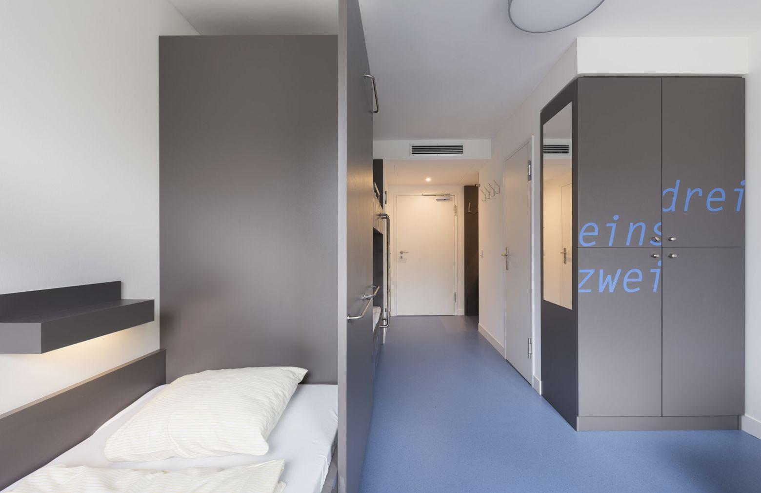 Dreibettzimmer Blick zur Eingangstür