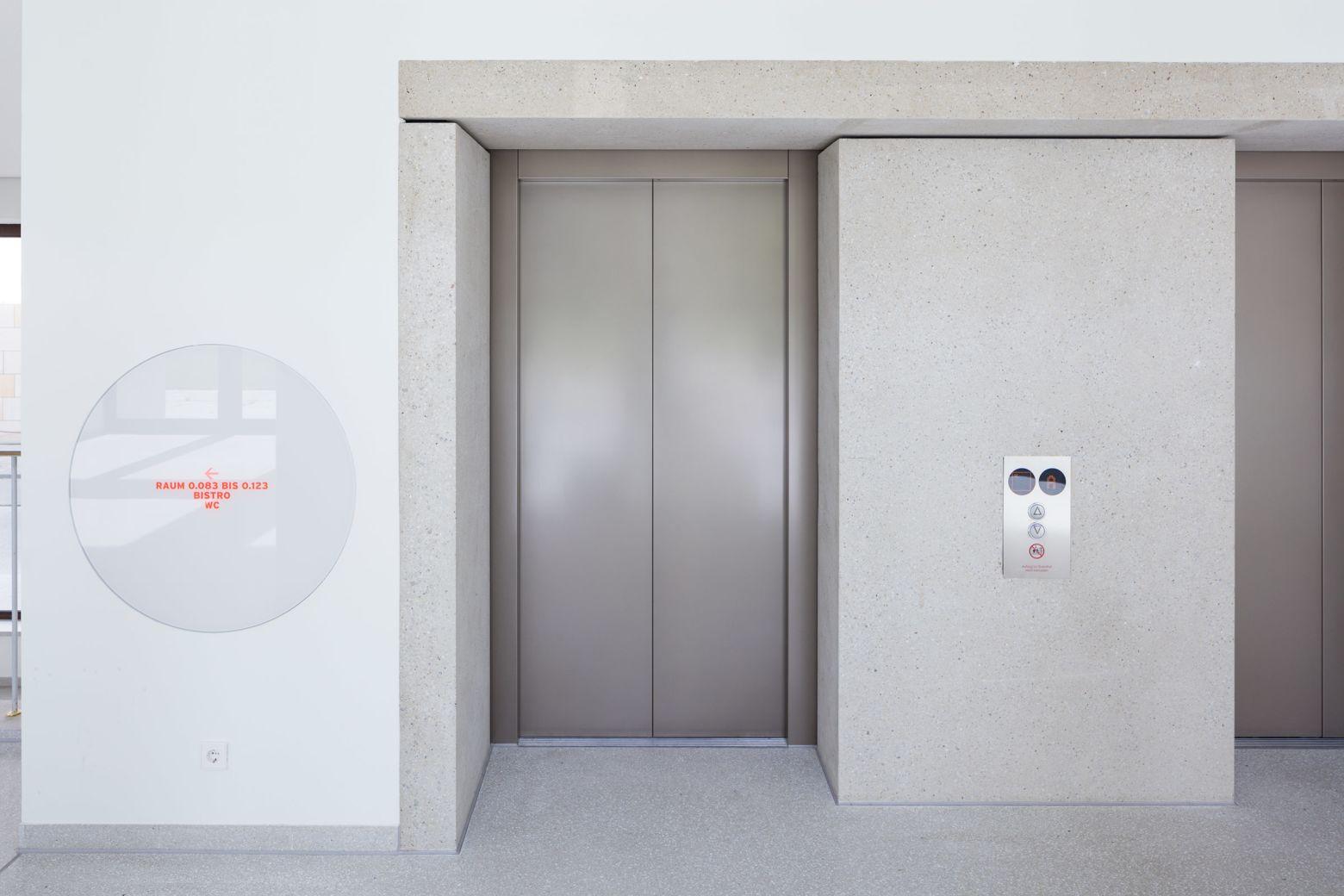 Foyer Detail Aufzüge