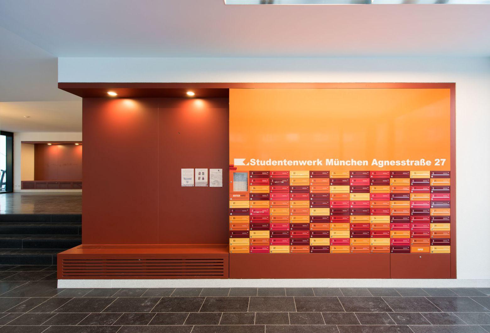 Eingangsbereich mit Briefkastenanlage