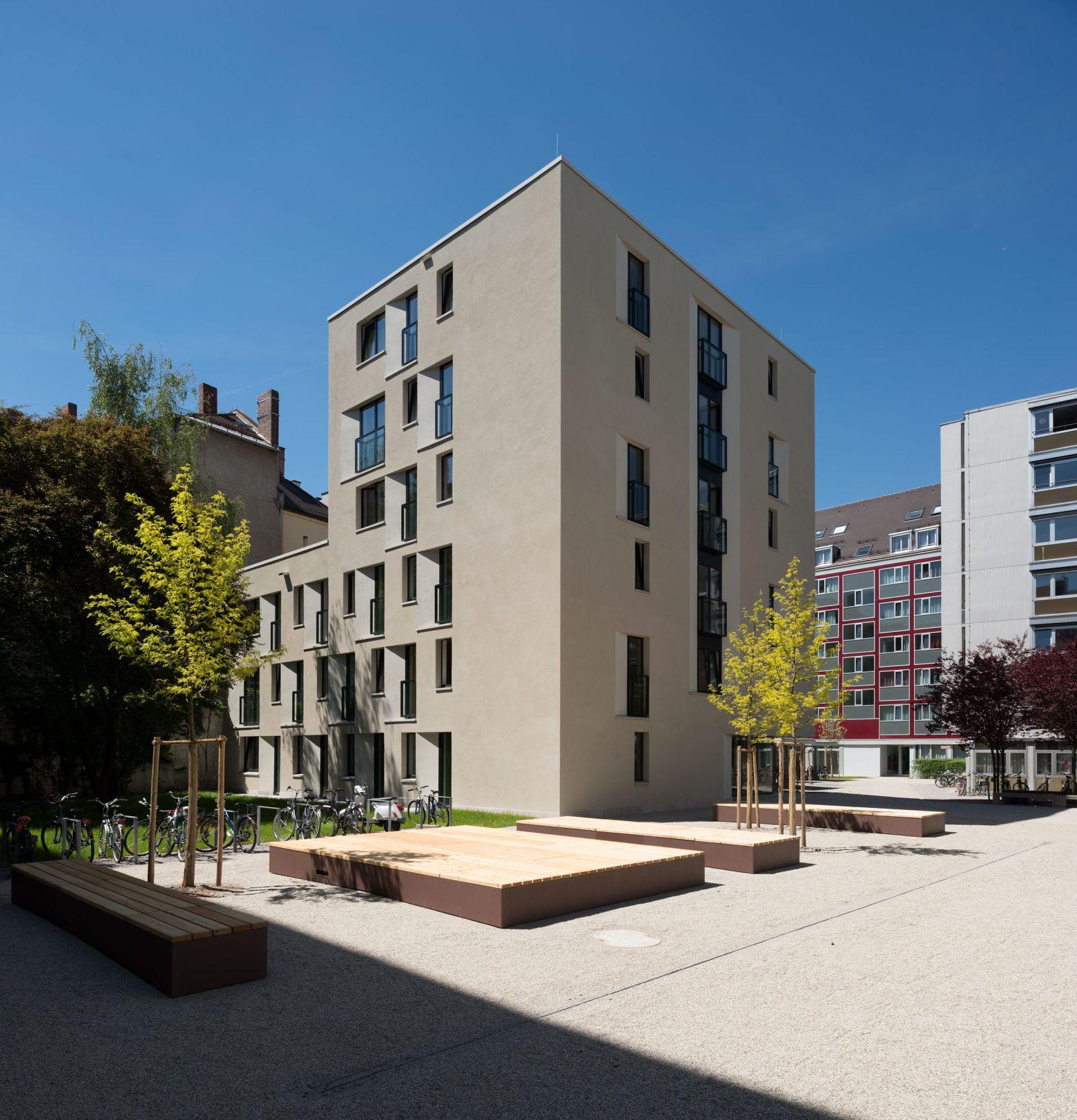 Sandfarbener Kratzputz mit Denkmalamt abgestimmt
