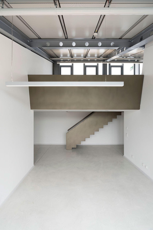 Offener Gemeinschaftsbereich mit Galerie