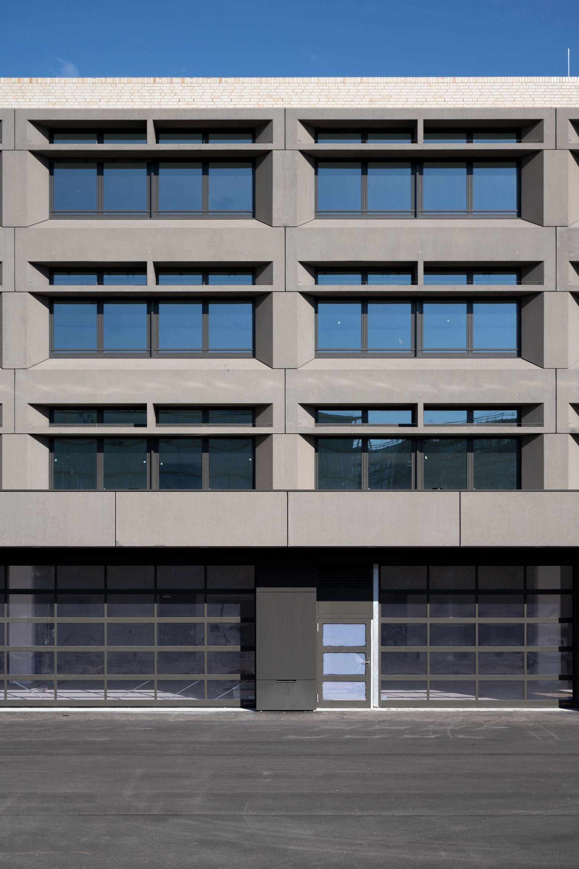 Fassadenausschnitt Brise-Soleil-Elemente