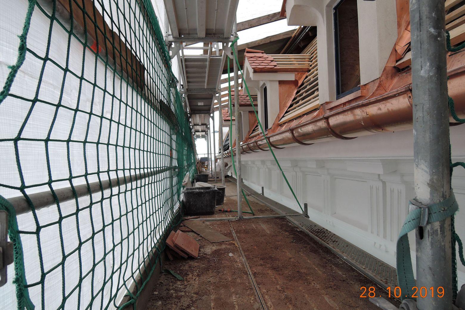 Restaurationsarbeiten Straßenfassade