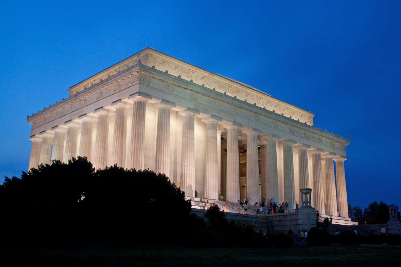 Tour the Lincoln Memorial at Twilight