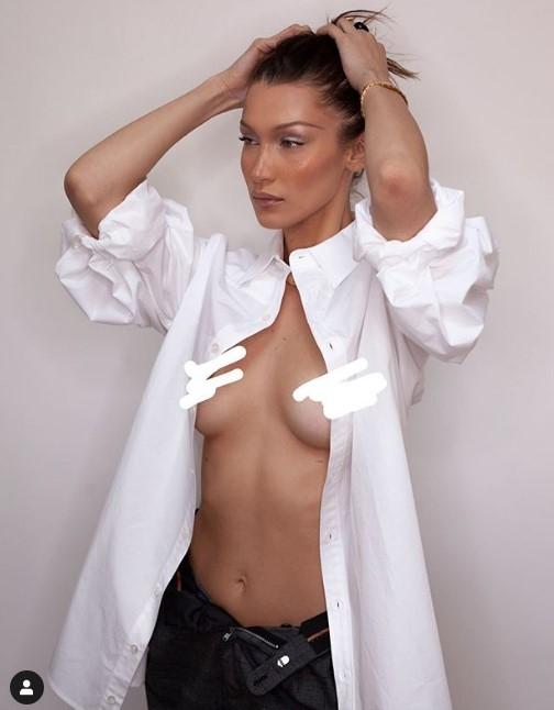 Самая красивая женщина мира без стыда распахнула рубашку