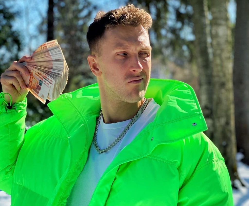 Эксклюзив. 1 млн рублей: T-Killah рассказал, сколько раздал денег с помощью своей маски