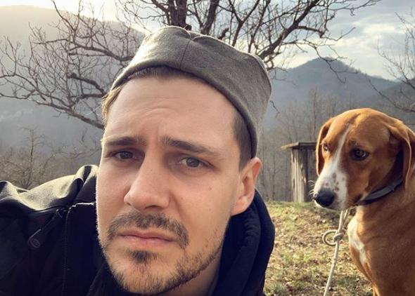 Звезда «Холопа» Милош Бикович уединился в горах на самоизоляции