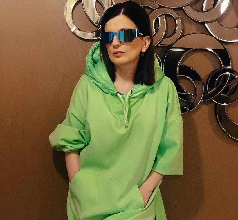 Диана Гурцкая опубликовала свои детские фото без очков