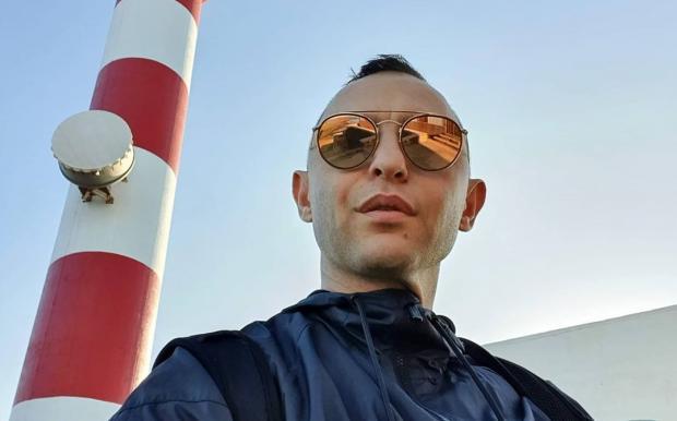 Рома Зверь - народный артист: внезапное выступление певца на улице сняли на видео
