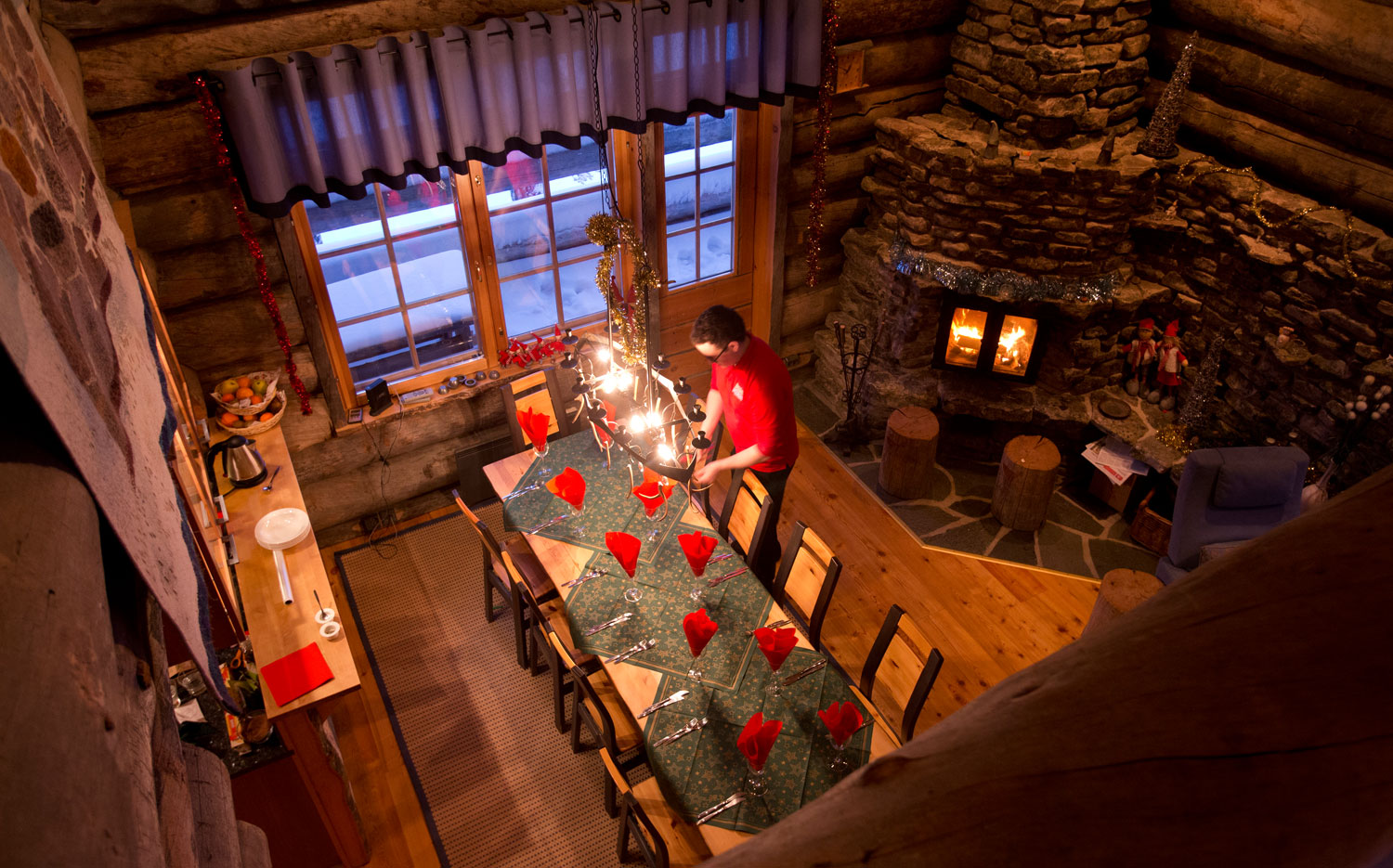 Christmas Cabin-diningtable.jpg
