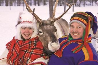 Sami costumes & reindeer.jpg (1)