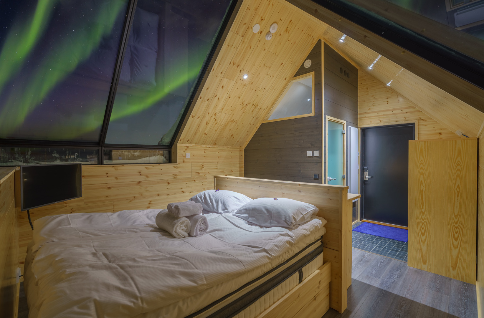 Santa's Star Arctic Hotel - Type B Glass Cabin