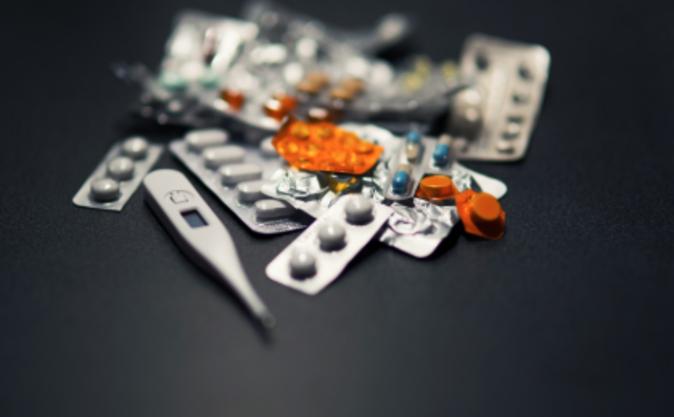 Teploměr a záladní léky by měly být součástí