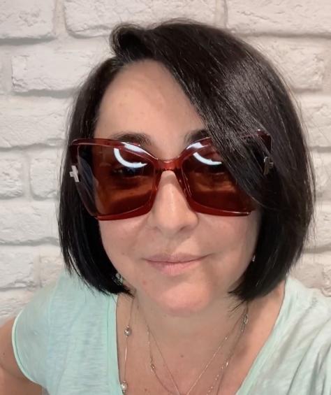Лолита Милявская питает слабость к купальникам и солнцезащитным очкам