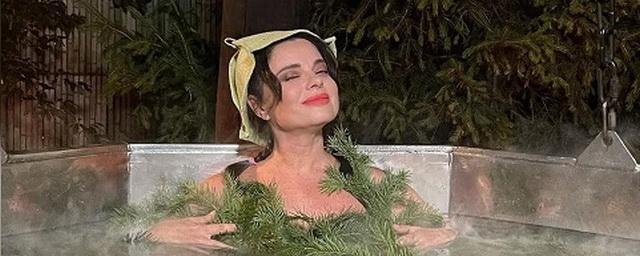 Наташа Королева показала фото в еловых ветках из екатеринбургской бани