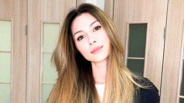 Дочь Анастасии Заворотнюк рассказала о переезде в США и совете «невероятно мудрой» мамы