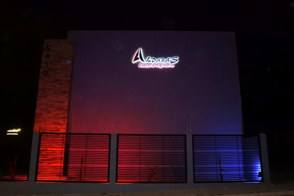 Publicidad exterior con letras 3D