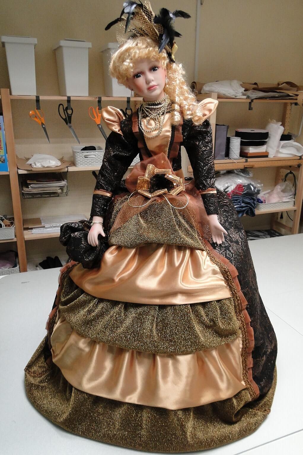 платье для фарфоровой куклы