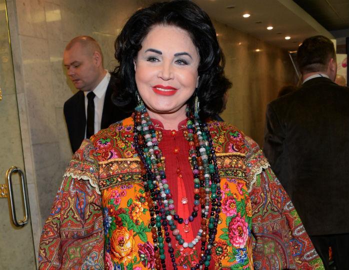 «Какая стильная»: Пригожин запечатлел Бабкину в ярко-желтом пальто оверсайз со своей женой
