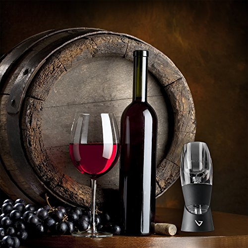Wine Themed Décoration and bottle holder some cute kitchen decor
