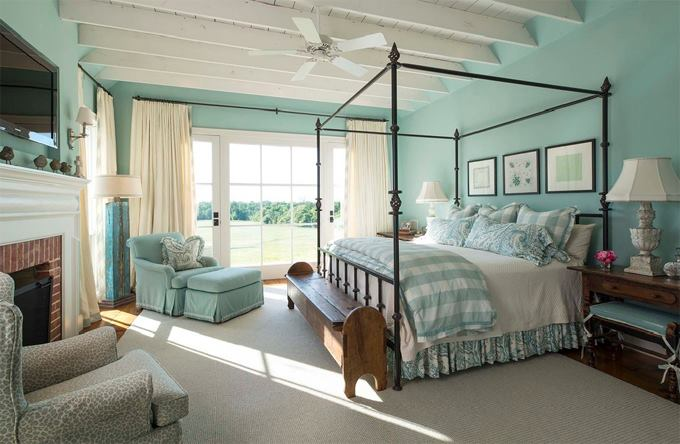 In this Farmhouse decorating guide you can find out about what you need for a Farmhouse Bedroom Set and where to get quality farmhouse bedding