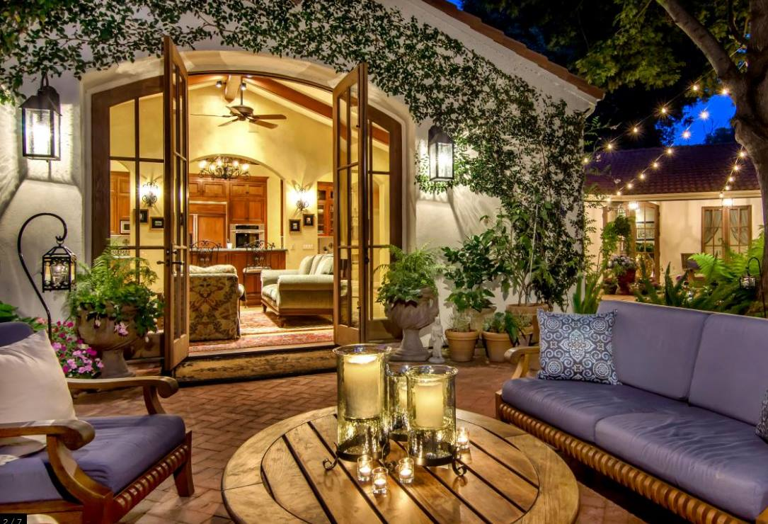 The Ideas For Your Backyard Furniture are supposed to extend your indoors into the outdoors. Image showing a outdoor livingroom set