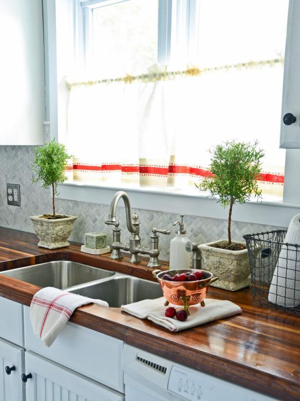 cute kitchen decor themes
