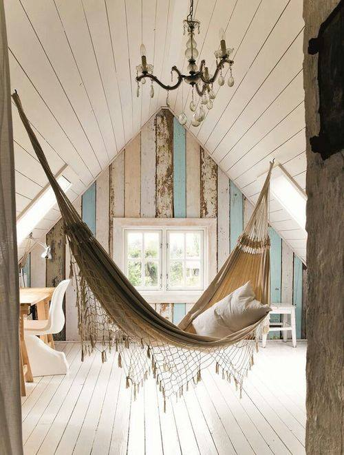 A hanging bed Teen bedroom room ideas # 22 What a great bonus room idea