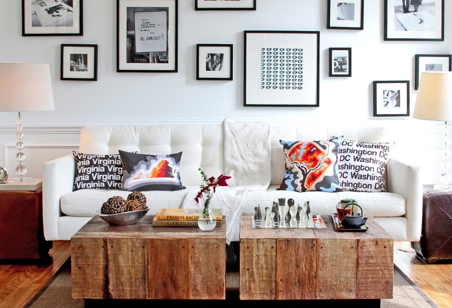 wall_decor_-_and_-_rustic_coffee_table
