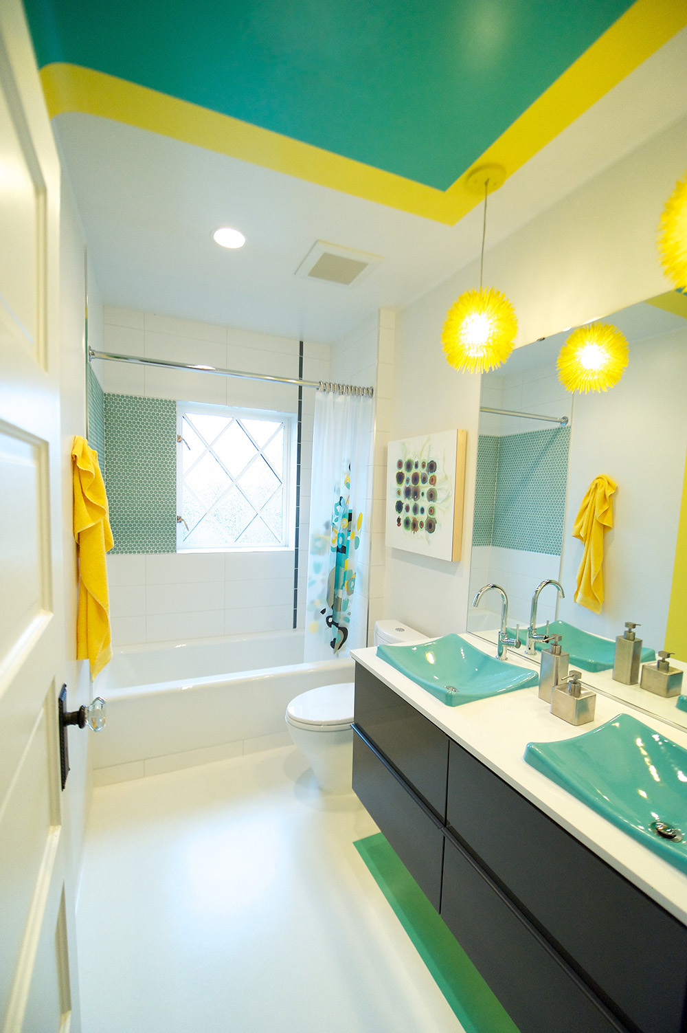 Kid's Style Spanish Bathroom Design Idea