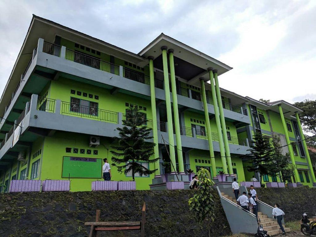 Gedung SMP Daarul Uluum Lido