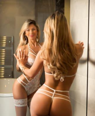 Latino Blonde Mirror Facing Selfie