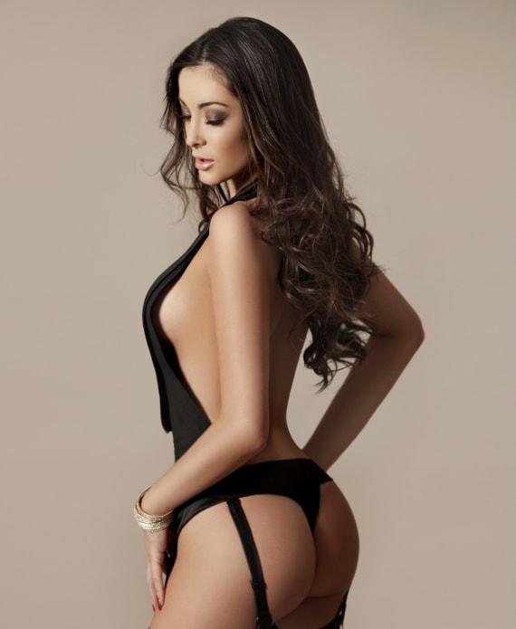 Stunning Bruna in black lingerie
