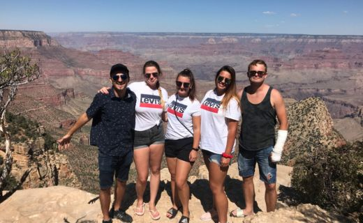 Parta skvělých přátel u Grand Canyonu
