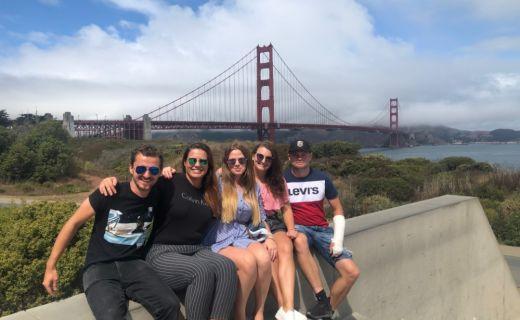 Parta přátel ve městě San Francisco