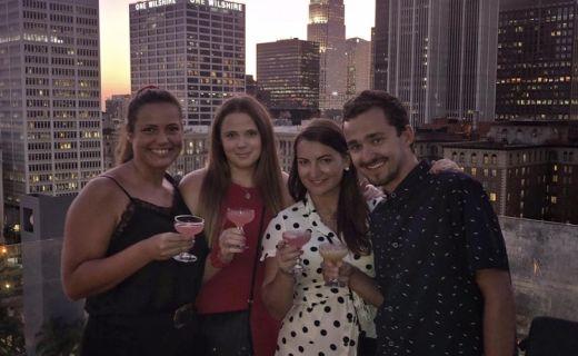 Přátelé v LA baru