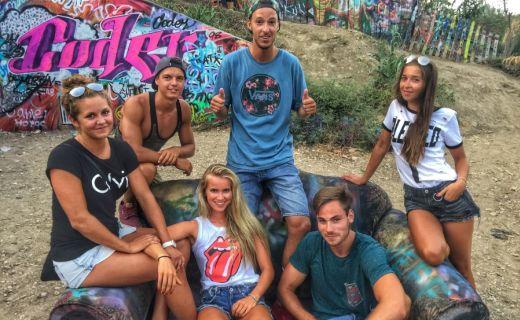 Skupina mladých lidí