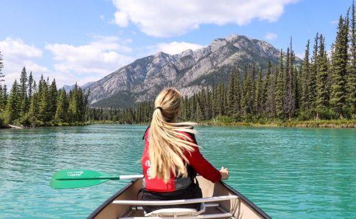 Výlet loďkou po kanadském jezeru