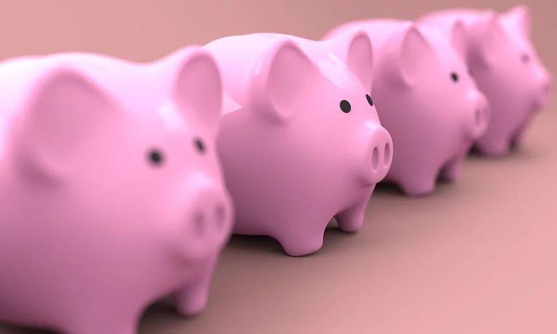 quatro cofrinhos de porquinho
