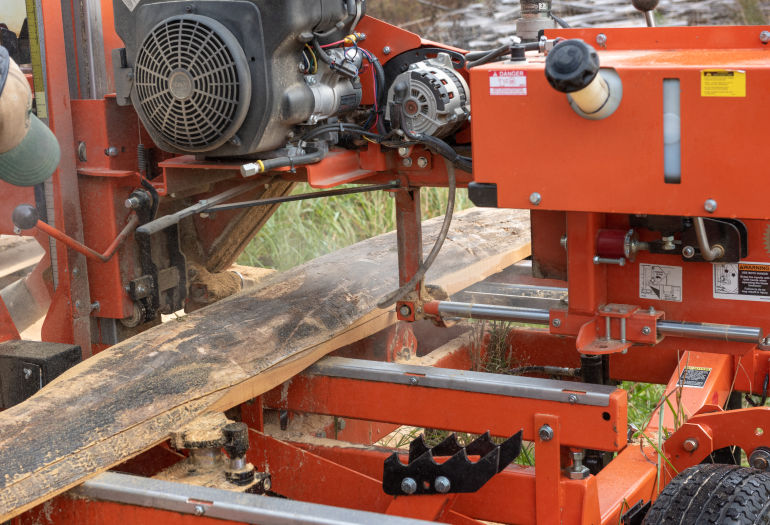 Wood-Mizer LT35 Hydraulic Sawmill cutting