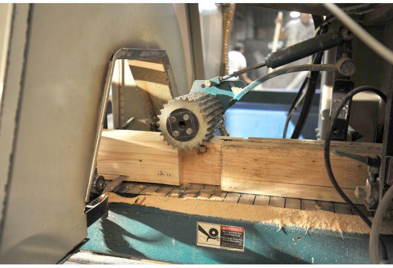 移动式柴油木柴破碎机