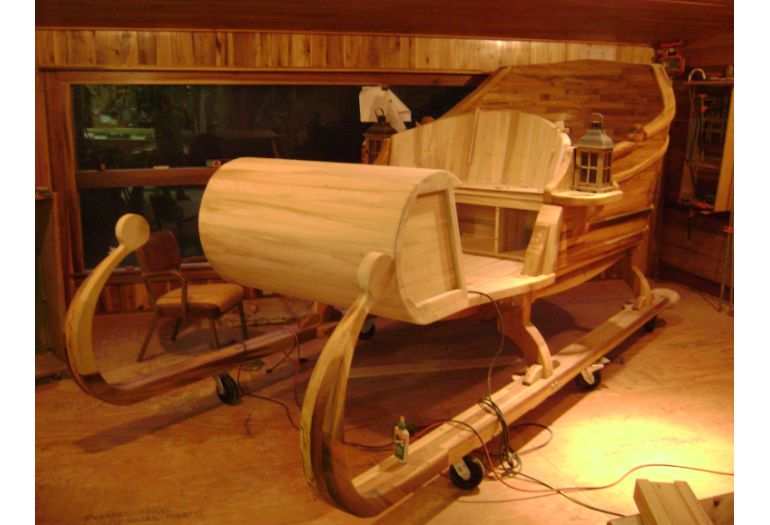 Woodworker Builds Santa Claus Sleigh