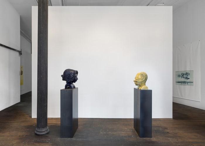 Männerkopf & Frauenkopf by Thomas Schütte