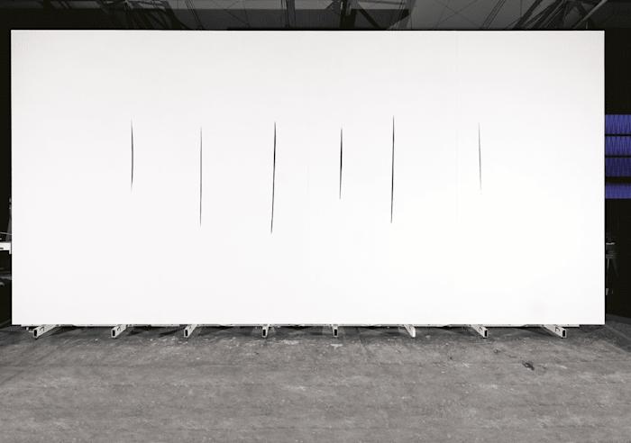 Ambiente spaziale con tagli by Lucio Fontana