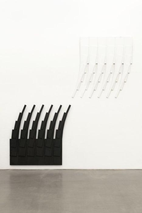 6 weiße und 6 schwarze Quadrate, zerstört und neu formiert by Karl-Heinz Adler