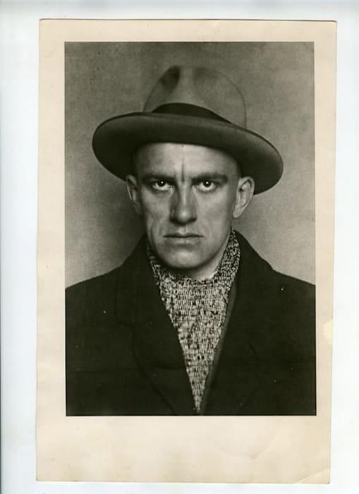 Vladimir Mayakovsky, April 1924. Portrait with hat printed by Nikokai Lavrentiev by Alexander Rodchenko